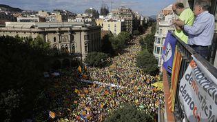 Des centaines de milliers de personnes rassemblées dans le centre de Barcelone (Espagne) pour la fête de la Catalogne et pour l'indépendance, le 11 septembre 2017 (EMILIO MORENATTI / AP / SIPA)