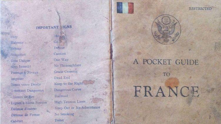 """La couverture du guide """"A Pocket Guide to France"""", distribué aux soldats américains avant le débarquement de Normandie en 1944. (DR)"""