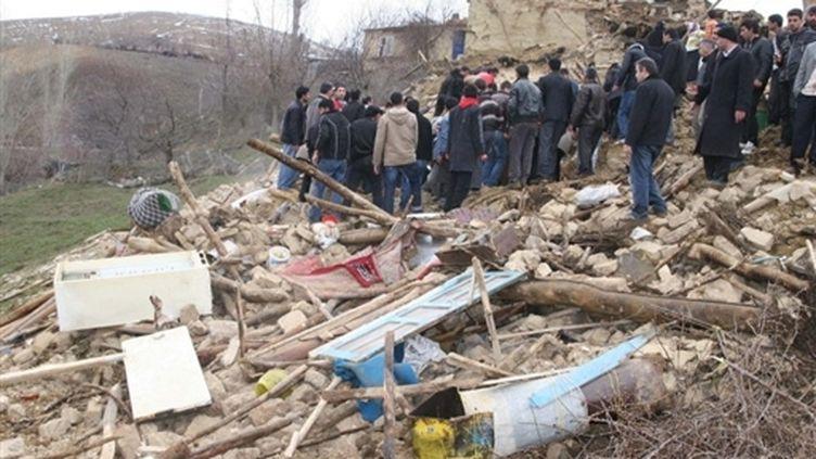 Les ruines d'une maison ravagée par un séisme, dans la région d'Eliazig, dans l'est de la Turquie (3 mars 2010) (AFP / Anatolia News Agency)