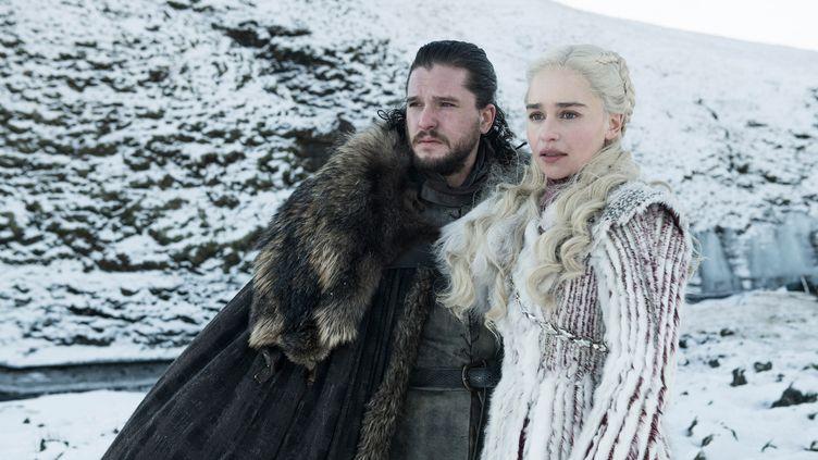 "Jon Snow (Kit Harington) et Daenerys Targaryen (Emilia Clarke) dans un épisode de la saison 8 de ""Game of Thrones"". (GAME OF THRONES / HBO)"