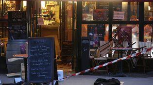 Le Comptoir Voltaire, un des sites des attaques de Paris survenues le 13 novembre 2015. (KENZO TRIBOUILLARD / AFP)
