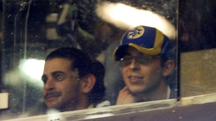 Gilad Shalit assiste à un match de basket entre le Maccabi Tel-Aviv et le Barcelona Regal, le 26 janvier 2012 à Tel-Aviv (Israël). (JACK GUEZ / AFP)