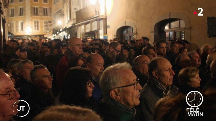 Les habitants de Gap réunis pour chanter la marseillaise (France 2)