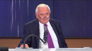 """Jean-Pierre Raffarin, ancien Premier ministre et ancien Vice-président du Sénat était l'invité du """"8h30franceinfo"""", mardi 22 juin 2021. (FRANCEINFO / RADIOFRANCE)"""