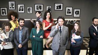 """Les personnages de """"Dix pour cent"""" (de droite à gauche) : Arlette, Sophia, Gabriel, Andréa, Hervé, Noémie, Mathias, Camille et Hicham.  (France Télévisions)"""