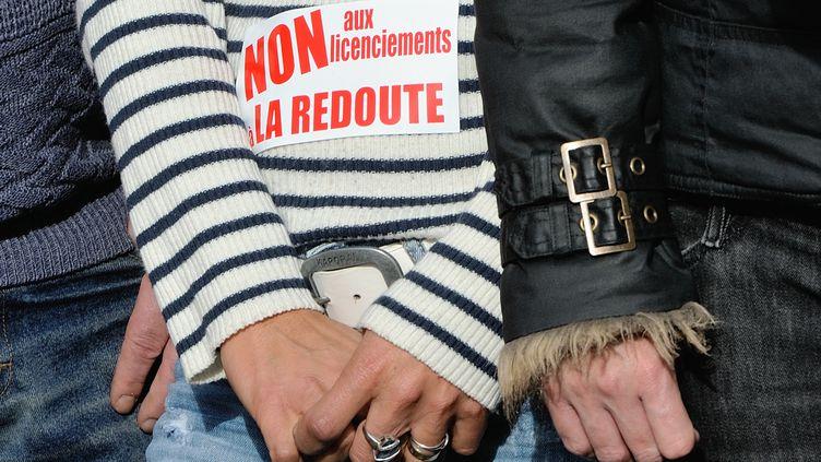Des salariés de La Redoute manifestent contre les suppressions de postes annoncées, à Wattrelos (Nord), le 31 octobre 2013. (PHILIPPE HUGUEN / AFP)
