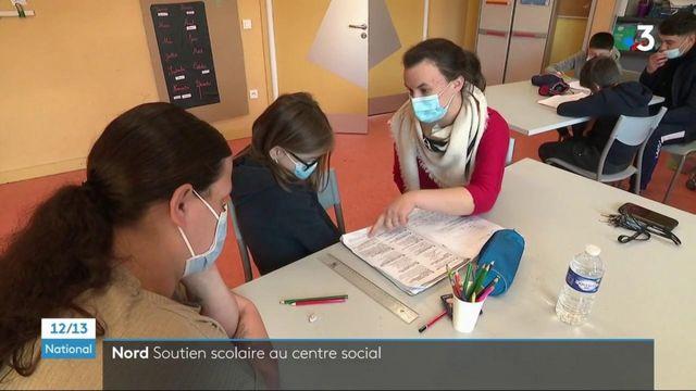 Nord : des bénévoles aident les enfants à faire leurs devoirs dans un centre social