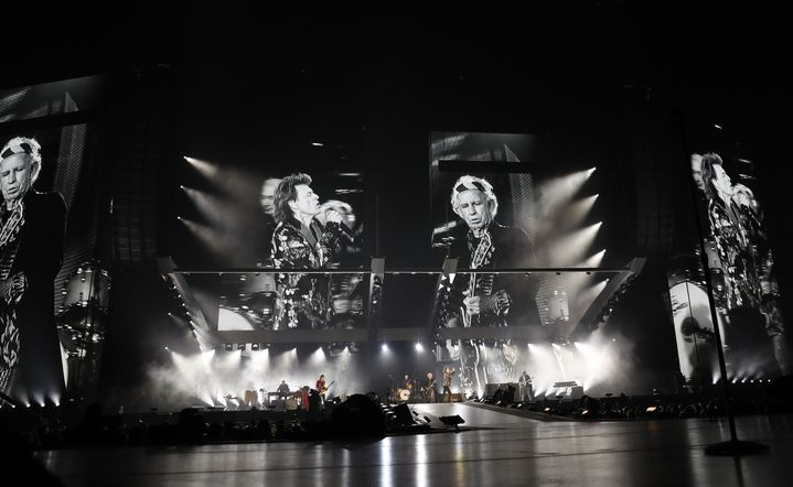 Une vue du concert des Rolling Stones au U Arena depuis l'extrémité de l'avant-scène, le 19 octobre 2017.  (Patrick Kovarik / AFP)