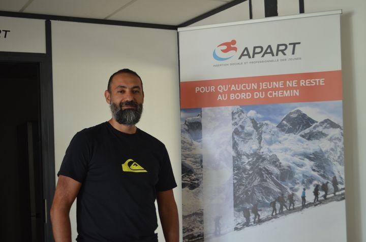 Samir Souadji, directeur de l'association Apart, à Tremblay-en-France le 28 mai 2019. (CAMILLE ADAOUST / FRANCEINFO)
