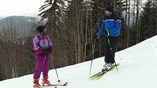 Dans le Doubs, à Métabief, des gendarmes venus de l'Ain apportent leur aide dans les stations de ski à leurs collègues trop peu nombreux pour faire face à l'arrivée des touristes. (FRANCE 3)