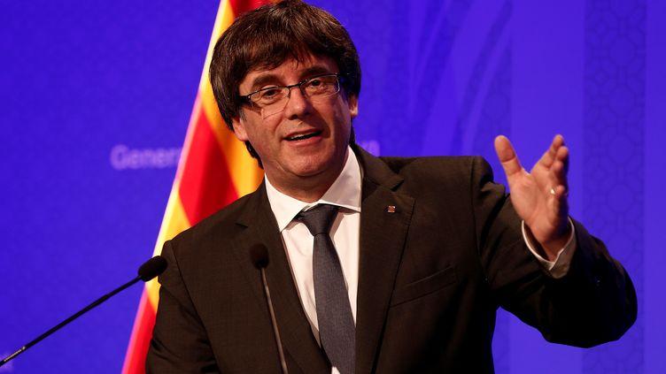 Le président de la CatalogneCarles Puigdemonttient une conférence de presse à Barcelone, le 2 octobre 2017, après le référendum controversé sur l'indépendance de la région. (BURAK AKBULUT / ANADOLU AGENCY / AFP)