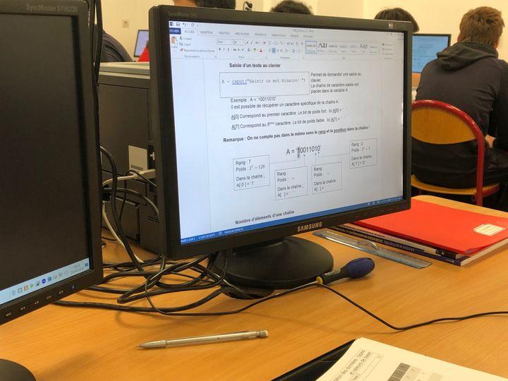 """La spécialité """"Numérique et Sciences Informatiques"""" est l'une des douze spécialités qui remplacent les anciennes séries S, L et ES (ici, un exercice proposé dans une classe du lycée Molière, à Paris.) (ALEXIS MOREL / RADIO FRANCE)"""