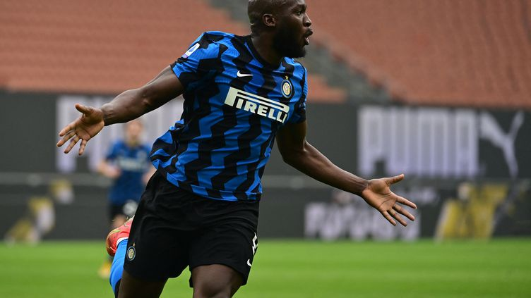 Romelu Lukaku a encore été exceptionnel avec l'Inter face au Milan (MIGUEL MEDINA / AFP)