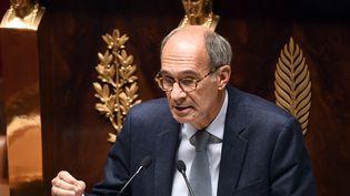 Le chef de la commission des finances Eric Woerth prononce un discours lors du débat sur le projet de loi de finances de l'État pour 2021 à l'Assemblée nationale à Paris, le 12 octobre 2020. (BERTRAND GUAY / AFP)