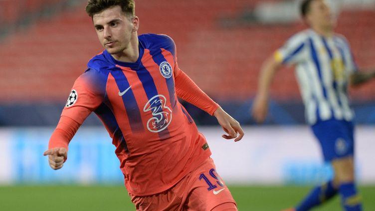 Mason Mount, premier buteur de la rencontre FC Porto - Chelsea ce mercredi 7 avril.  (CRISTINA QUICLER / AFP)