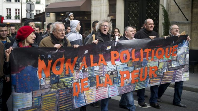 """""""Non à la politique de la peur"""", manifestation à Paris contre la loi LOPPSI 2 le 15 janvier 2011 (AFP/BERTRAND LANGLOIS)"""