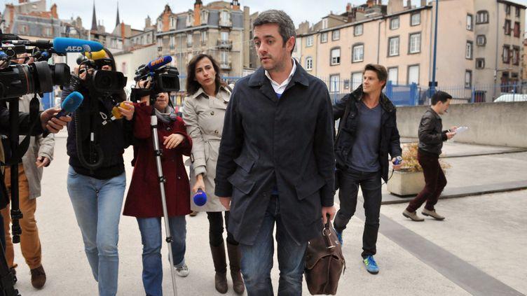 Renaud Portejoie, l'avocat de Cécile Bourgeon, la mère de la petite Fiona, le 8 novembre 2013 à Clermont-Ferrand. (THIERRY ZOCCOLAN / AFP)