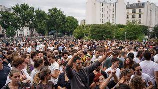 La Fête de la musique près du canal Saint-Martin, à Paris, le 21 juin 2020. (ABDULMONAM EASSA / AFP)