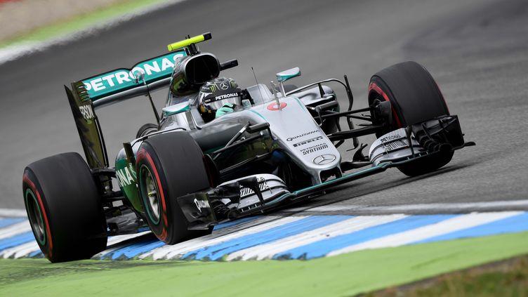 Nico Rosberg a signé le meilleur temps des essais libres. (PATRIK STOLLARZ / AFP)