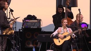 L'Américaine Stacey Kent sur la scène de Jazz à Juan mardi 15 juillet.  (France 3 Côte-d'Azur)