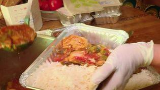 Bel élan de solidarité à Toulouse (Haute-Garonne), où des habitants se sont mis à préparer des repas pour aider les sans-abri. (FRANCE 2)