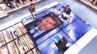 """Le ministre de l'Economie, Emmanuel Macron,le 12 mars 2013 sur le plateau de """"Des paroles et des actes"""" sur France 2. (FRANCE 2)"""