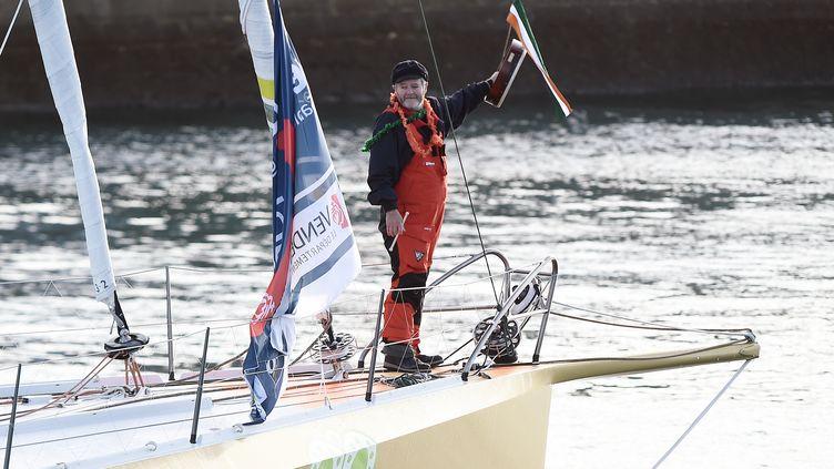 Le skipper irlandais Enda O'Coineen lors du départ de la course du Vendée Globe, aux Sables-d'Olonne le 6 novembre 2016. (JEAN-SEBASTIEN EVRARD / AFP)