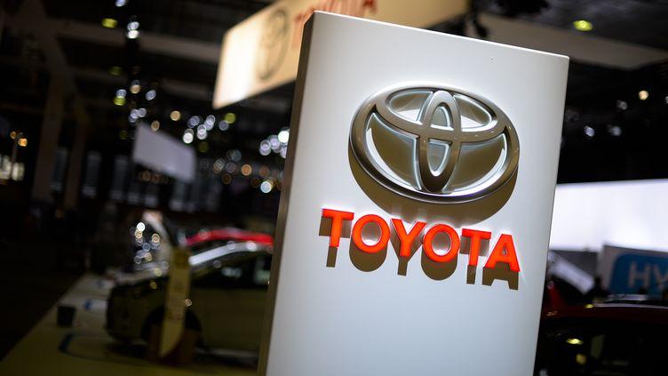 Le stand de Toyota, lors de la 93e édition du Salon de l'Auto, à Bruxelles (Belgique), le 14 janvier 2015. (LAURIE DIEFFEMBACQ / AFP)