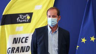 Christian Prudhomme masqué à Nice le 19 août 2020 (VALERY HACHE / AFP)