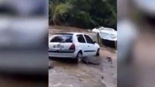 Trois hommes sont morts dans la crue soudaine d'une rivière, au Marigot, dans le nord de la Martinique. Le département avait été placé en vigilance jaune aux pluies et aux orages tout le week-end des 7 et 8 septembre. (FRANCE 2)
