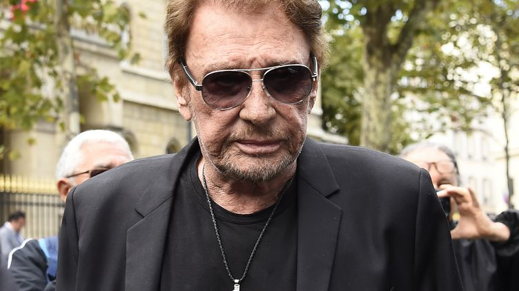Johnny Hallyday assiste aux funérailles de Mireille Darc, le 1er septembre 2017, à Paris. (BERTRAND GUAY / AFP)