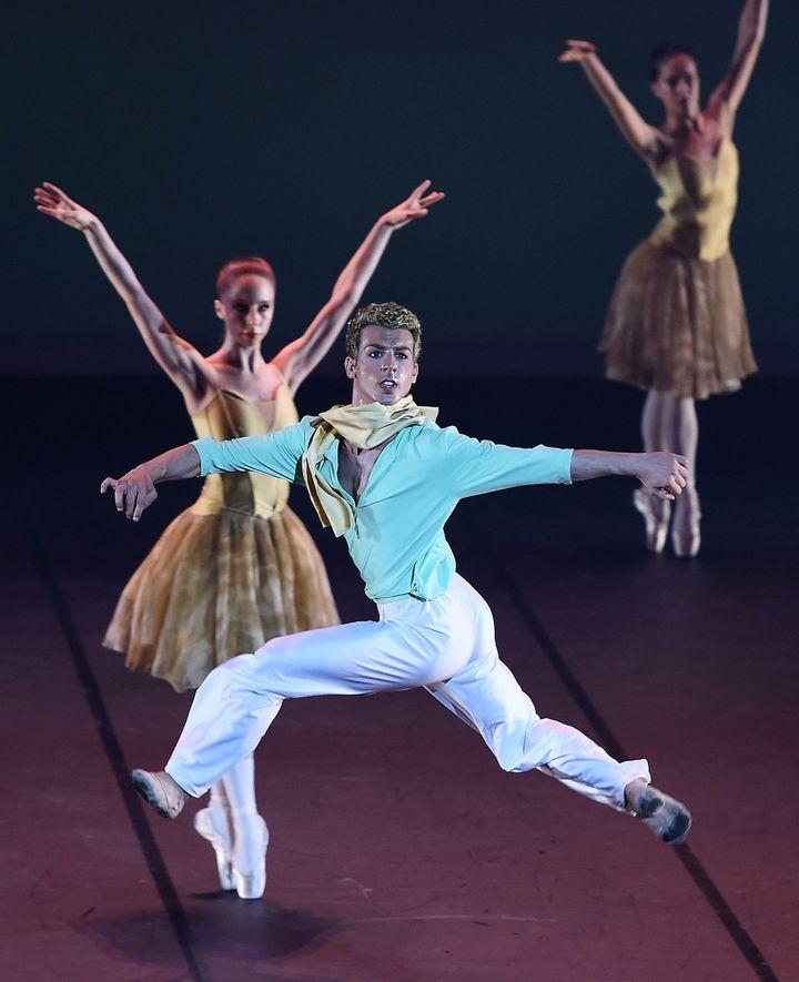 """Ballet """"Le Petit Prince"""", chorégraphie de François Mauduit, au Grand Théâtre d'Albi, le 24 juillet 2015.  (STEPHANE DE SAKUTIN / AFP)"""