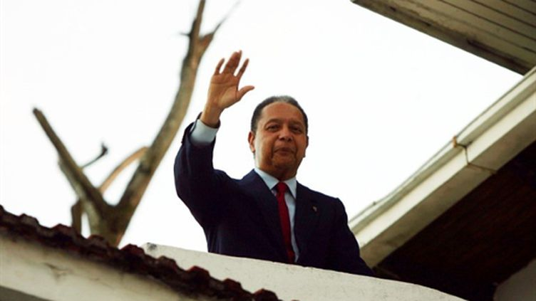 Jean-Claude Duvalier juste après sonr retour à Haïti (22 janvier 2011) (AFP/HECTOR RETAMAL)