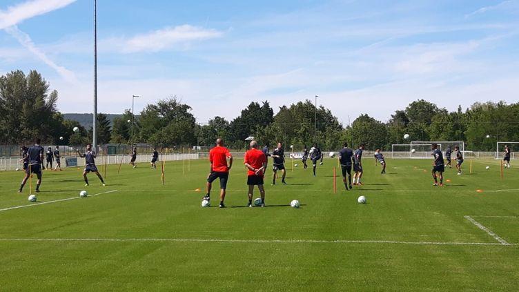 Desexercices sur le terrain d'entraînement de Clermont Foot, à Clermont-Ferrand (Puy-de-Dôme). Photo d'illustration. (EMMANUEL MOREAU / FRANCE-BLEU PAYS D'AUVERGNE)