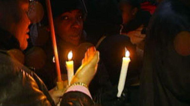 Hommage aux victimes du séisme en Haïti, place du Trocadéro à Paris, le 16 janvier 2009 (France 2)