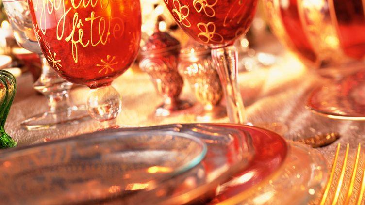 Une table de fête. Photo d'illustration. (I. ROZENBAUM & F. CIROU / MAXPPP)
