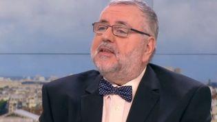 Jean-Daniel Flaysakier sur France 2, le 15 janvier 2016. (FRANCE 2)