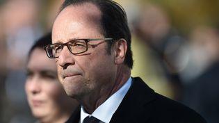 François Hollande lors de lavisite du centre d'accueil et d'orientation pourmigrants de Doué-la-Fontaine (Maine-et-Loire)le 29 octobre 2016. (JEAN-SEBASTIEN EVRARD / AFP)