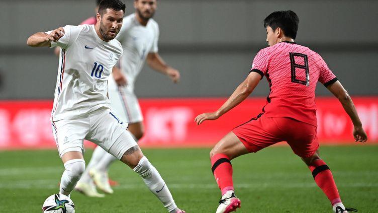 André-Pierre Gignac, l'attaquant international de l'équipe de France, lors du match de préparation aux Jeux olympiques de Tokyo face à la Corée, le 16 juillet 2021. (JUNG YEON-JE / AFP)