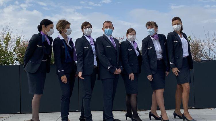 Les personnels navigants commerciaux au service des retraités et des services hospitaliers de l'AP-HP pendant cette crise du coronavirus. (VADIM FELDZER)