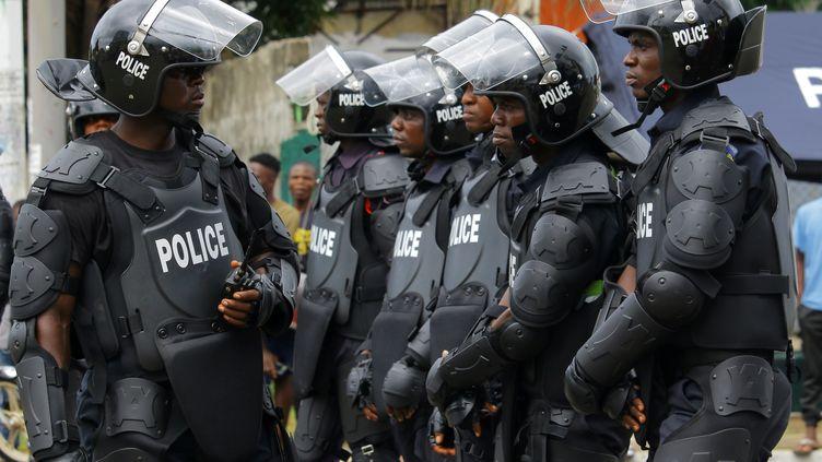 Des policiers en faction pendant une manifestation contre le président George Weah le 7 juin 2019 (REUTERS - JAMES GIAHYUE / X03792)