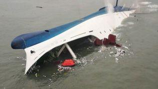 """Le ferry sud-coréen """"Sewol"""" a coulé, le 16 avril 2014, au large de Jindo, une île de Corée du Sud, faisant plus de 300 morts. (EYEPRESS NEWS / AFP)"""