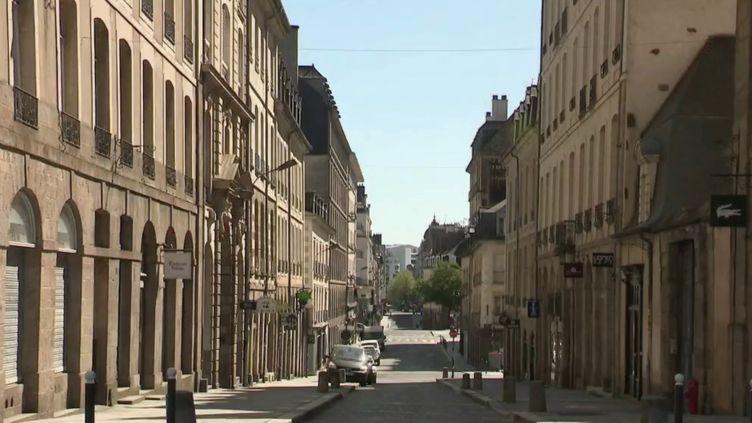 La capitale bretonne, généralement pleine de vie, semble endormie jeudi 16 avril, au 30e jour du confinement. (France 2)
