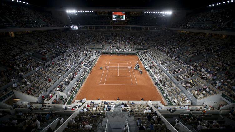 Le court Philippe-Chatrier de Roland-Garros, le 11 juin 2021 à Paris. (JEAN CATUFFE / AFP)