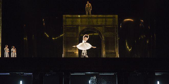 vue d'ensemble (Le Triomphe)  (Opéra national de Paris/ Elisa Haberer)