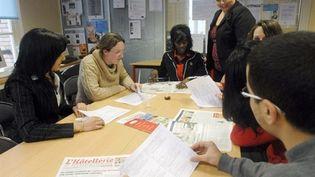 Des jeunes demandeurs d'emploi dans une Mission locale à Dreux, le 18 janvier 2008. (AFP - Alain Jocard)