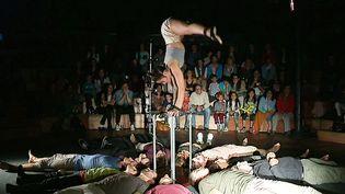 La Compagnie Gravity &Other Myths à Cirque et guinguette  (France 3 / Culturebox / capture d'écran)