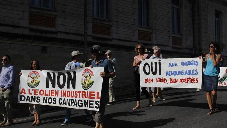 Environ 450 personnes ont manifesté le 24 août 2019,contre un projet d'éoliennes en Dordogne. (MANON LETERQ / RADIO FRANCE)
