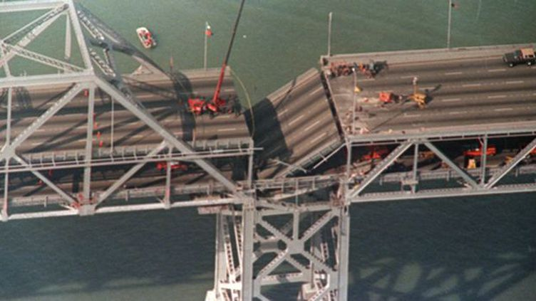 Une partie effondrée du Bay Bridge, à Oakland, après le tremblement de terre du 17 octobre 1989. (AFP / Gary Weber)