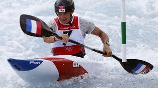La Française Emilie Fer le 2 août 2012 à Londres, lors de la demi-finale de l'épreuve de kayak des Jeux olympiques. (SUZANNE PLUNKETT / REUTERS)